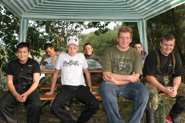 Jano Tran (16 Jahre), John-Felix Loung (16 Jahre), Fabian Heppner (14 Jahre), Oliver Dahlenburg (14 Jahre), Robert Burock (16 Jahre), Nico Kallenbach (16 Jahre), Anthero Schmugge (15 Jahre)